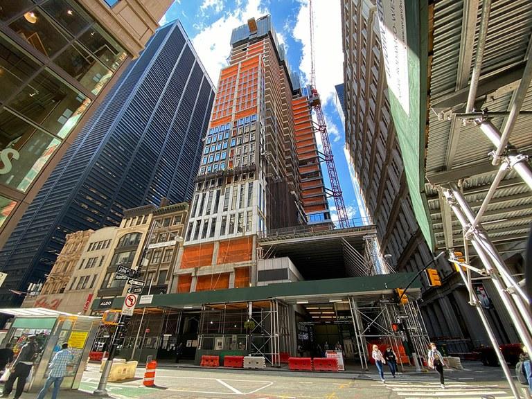 185 Broadway dorrea, New Yorkeko finantza distrituan nabarmen