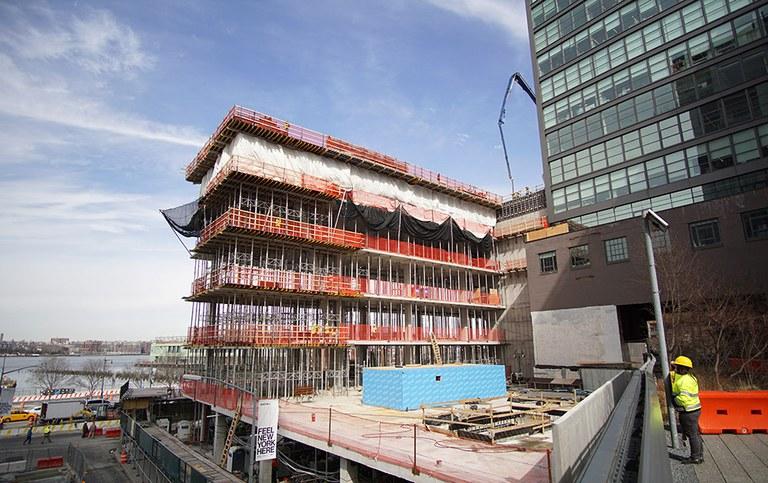 Geometria bakarreko eraikina, Hudson ibaira begira